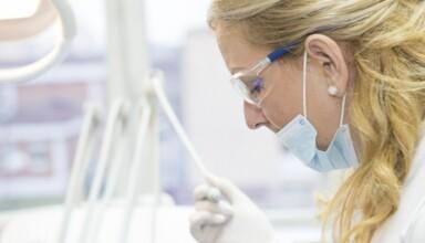 Dentysta - osoba odpowiedzialna na zdrowy i piękny uśmiech